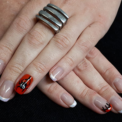 nailartnoirsuronglerouge